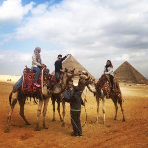 1 Danske, 1 Nordmann og 1 Jemenitt på hver sin kamel