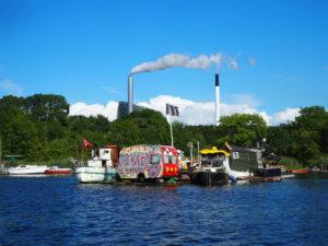 Campingvogn i kanalen utanfor Christiania.