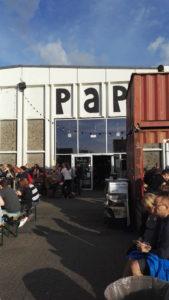 Inngangen til Papirøen som er ein nedlagt papirfrabrikk omgjort til ein mathall.