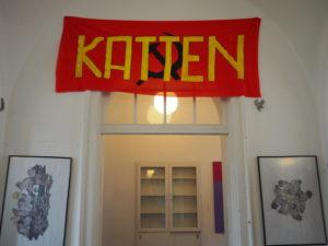 Banner inne i Katten